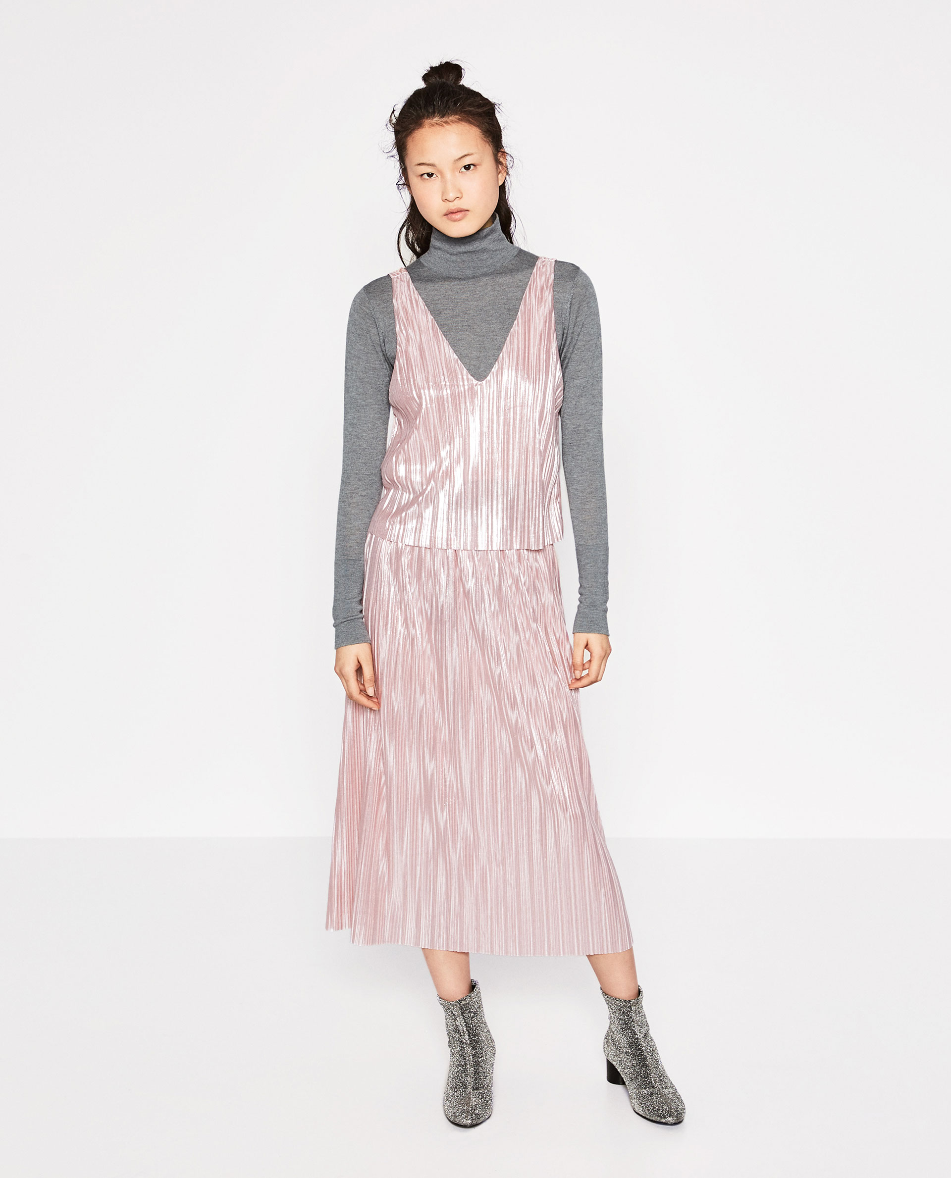 zara, maxi dress, shinny, metalic, pink, light pink, layering, layered, long sleeve top, ankle boots