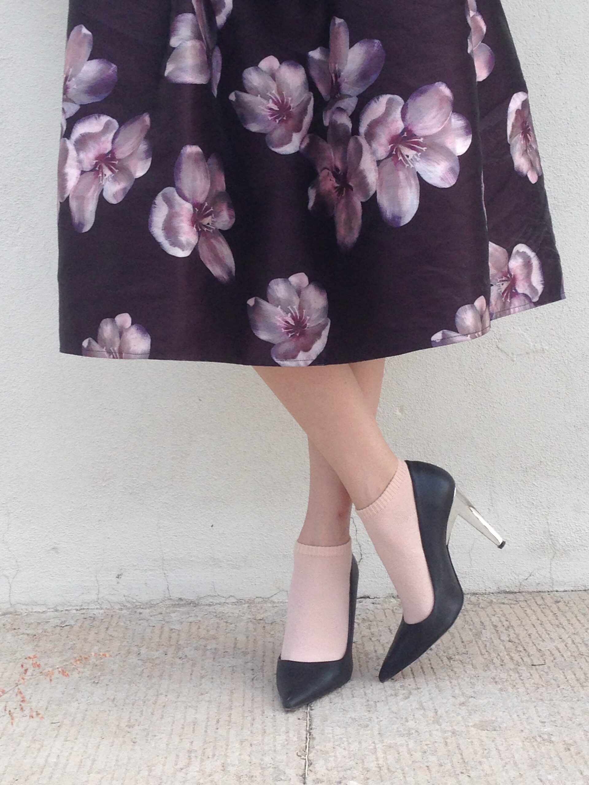 flower print skirt, pink socks, heels with socks, black heels, stilletos, petalick heel, midi skirt,