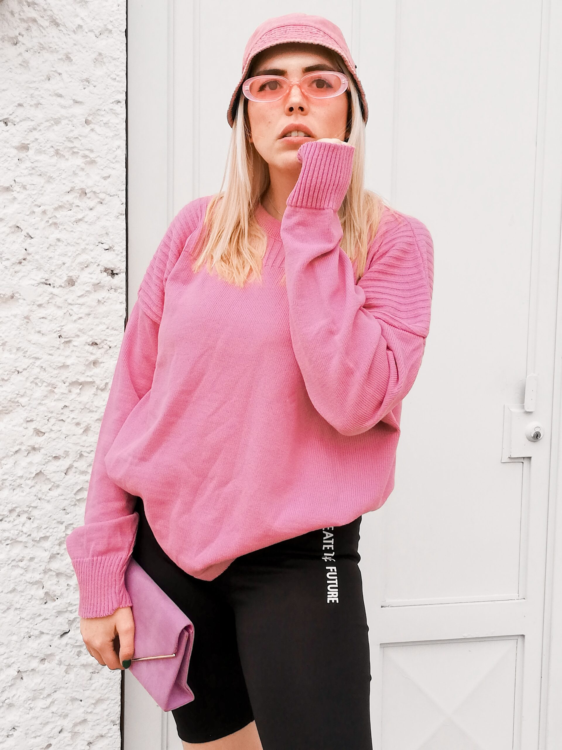 daniela, oversized sweater, pink, biker shorts, cycling shorts, bucket hat, pink sunglasses, lilac clutch, outfit, ideas, daniela soriano, femme luxe