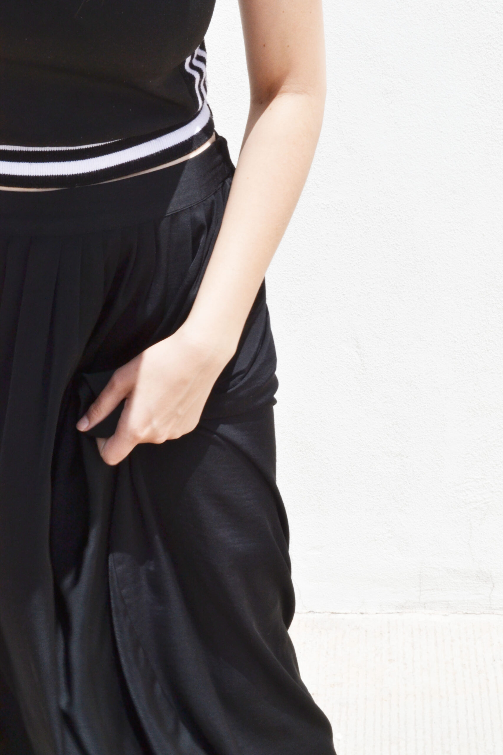 daniela soriano, maxi skirt, total black outfit, minimal fashion, max azria, bcbg, details, outfit details