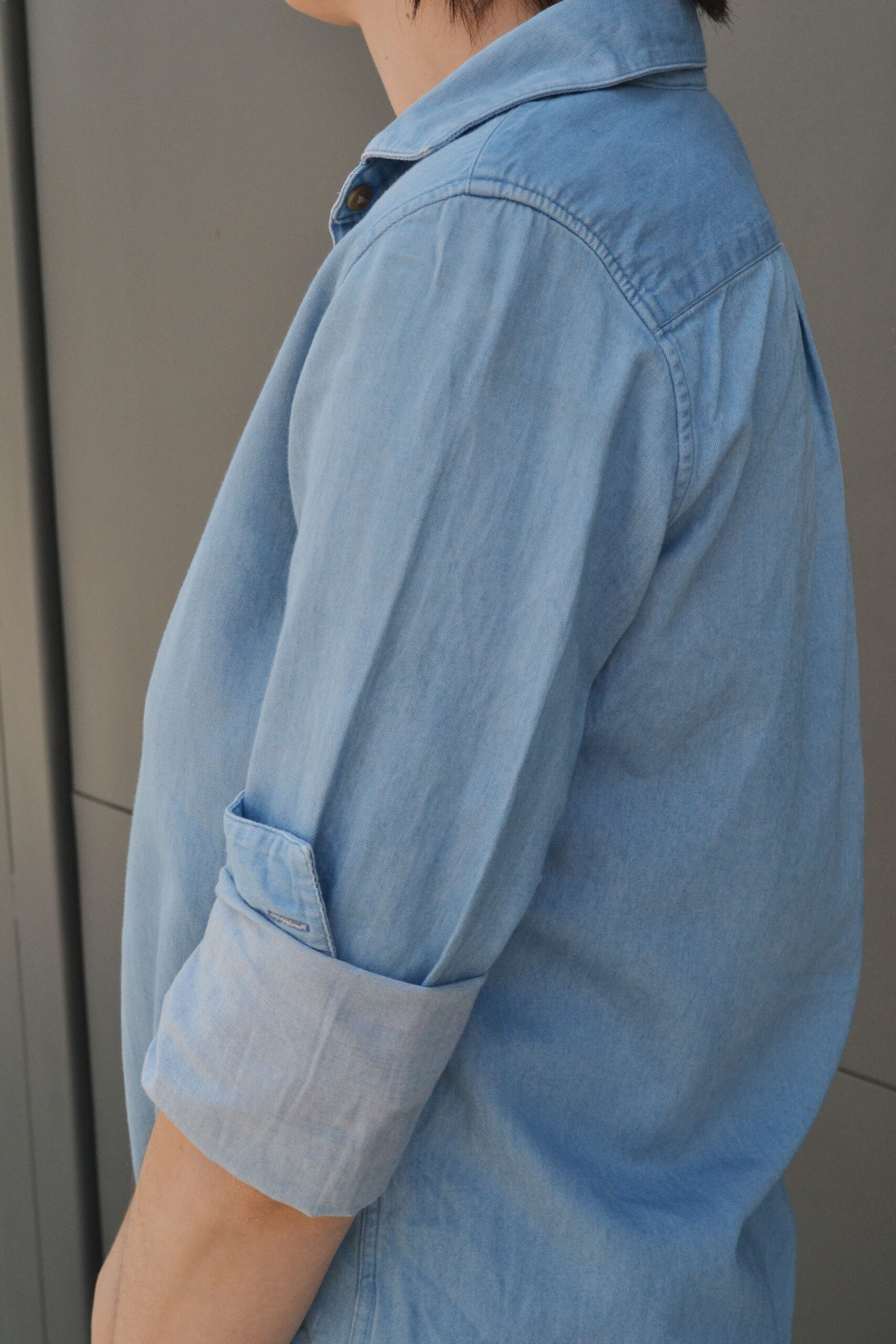 denim on denim, denim shirt, daniela soriano, outfit details, uniqlo, uniqlo denim shirt,