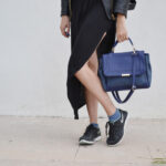 daniela soriano, oufit, maxi skirt, sneakers, nike, black nike sneakers, cobalt blue bag, leather skirt