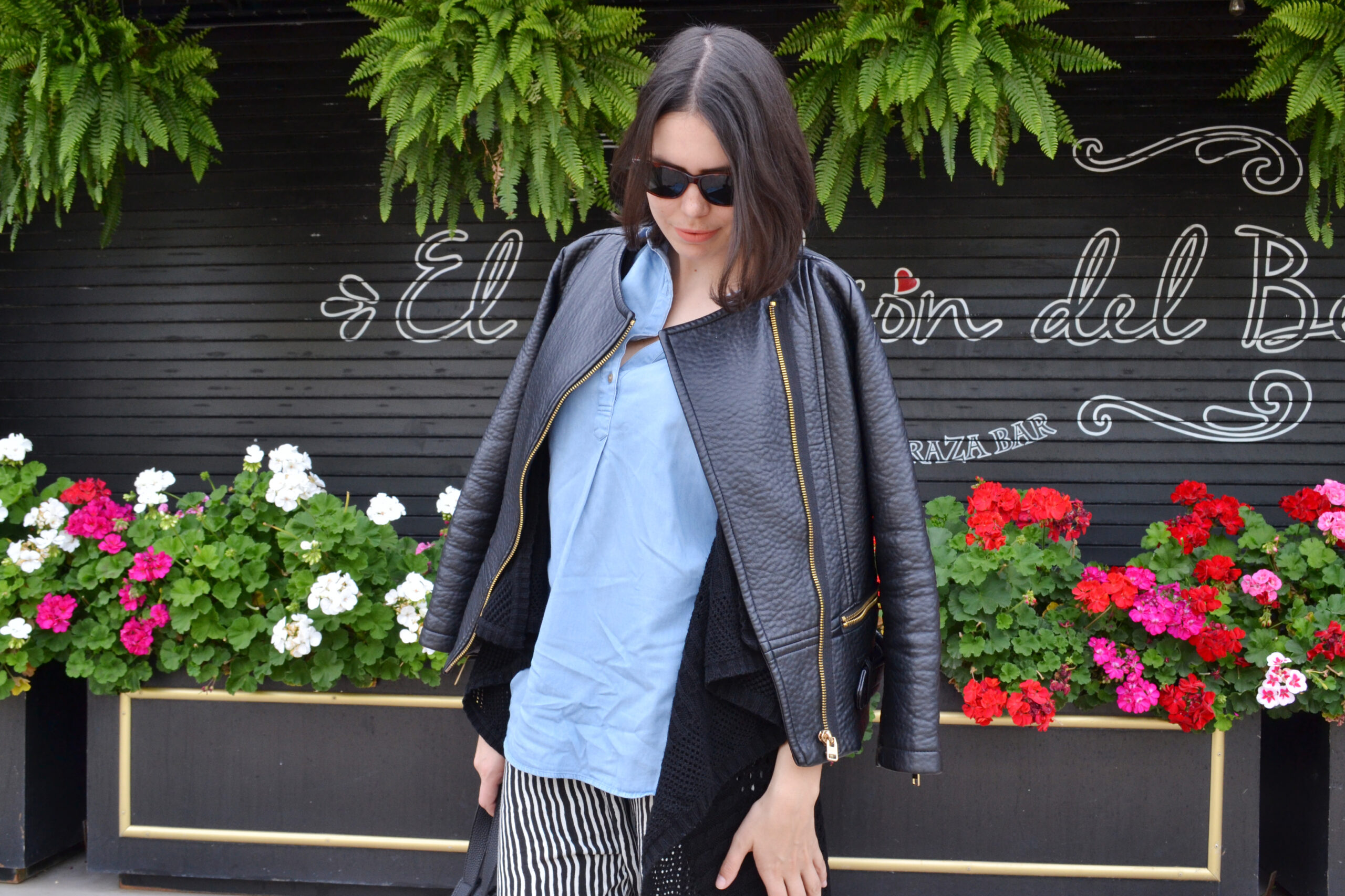 daniela soriano, outfit, ideas, fall, pijama pants, striped, long vest, knit vest, denim shirt, uniqlo, leather jacket, vegan leather, chelsea boots, leather tote, fall outfits, layering