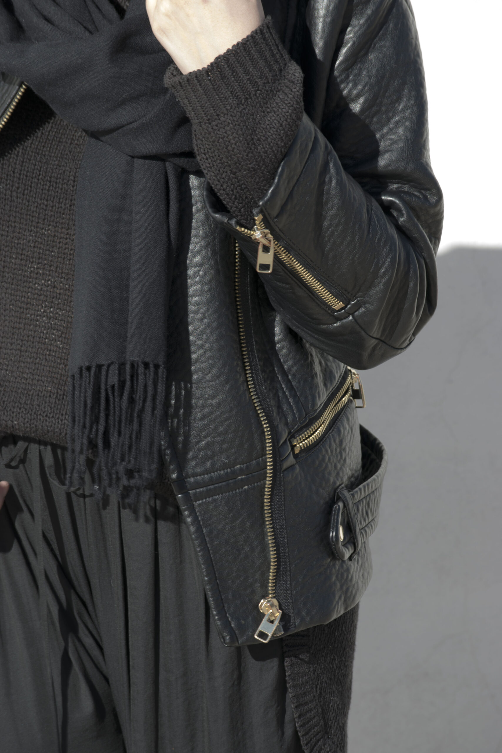 total black, outfit, scarf, leather jacket,