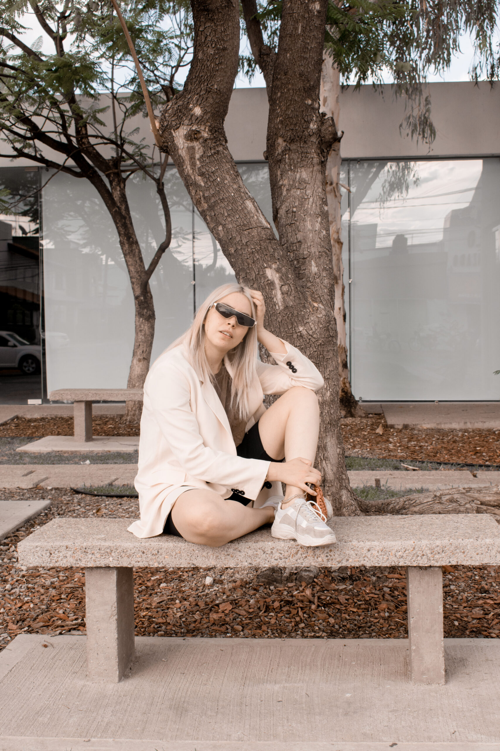 cycling shorts, outfit, ideas, oversized blazer, chunky sneakers, ideas, daniela soriano,